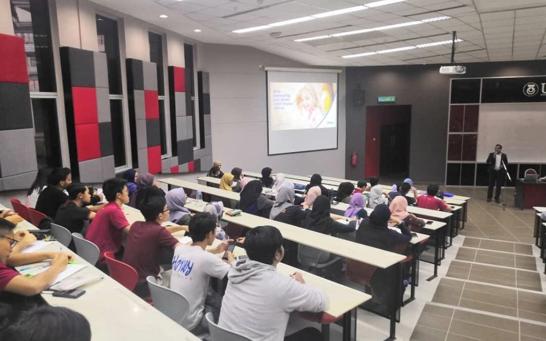 Industrial Talks Successfully Organised for Students of UTM School of Electrical Engineering